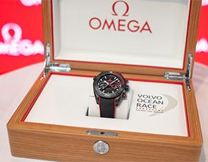 オメガ ボルボ・オーシャンレースの勝者が決定! オメガより優勝時計はチーム ドンフェンの手へ