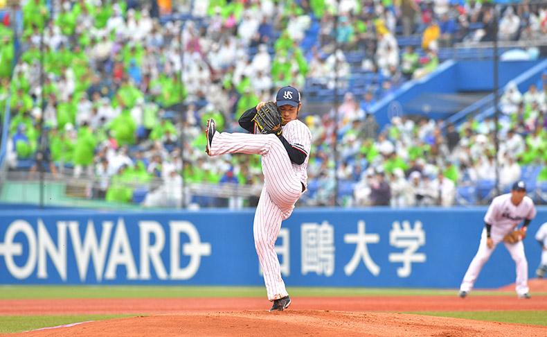日本生命月間MVP賞(セ・リーグ投手部門)を受賞した小川泰弘投手を「レイダー・シースカイ」がサポート!