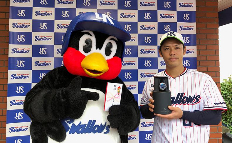 ファーブル・ルーバアンバサダー 小川泰弘投手(東京ヤクルトスワローズ)にノーヒットノーラン記念腕時計を贈呈。記念キャンペーン開催