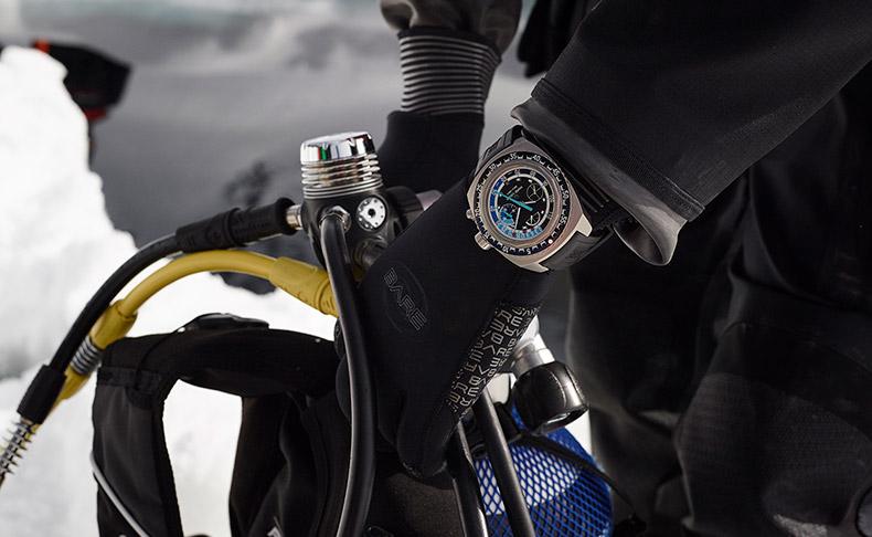 世界初、水深120mまで測定できる機械式腕時計「レイダー・バシィ120メモデプス」がタカシマヤウオッチメゾン 東京・日本橋にて日本初展示